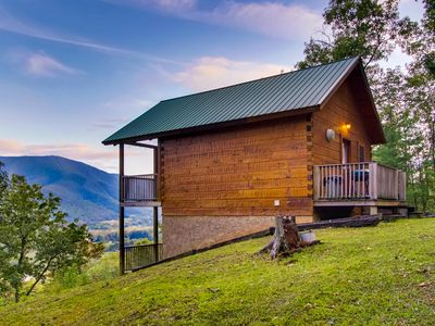 Hatchers Mountain cabin, sets on Hatcher family land,  private hiking trail.