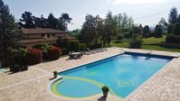 Superb villa with fantastic amenities. The pool area was stunning.