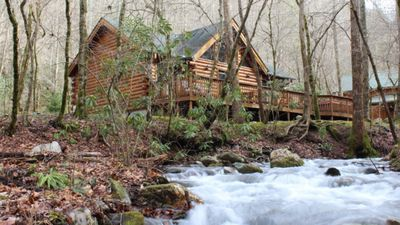 Creek Front Mountain Cabin with Jacuzzi.