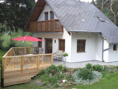 Photo for Holiday house only 70 m from the lake, surrounded by an idyllic landscape, with Rowboat