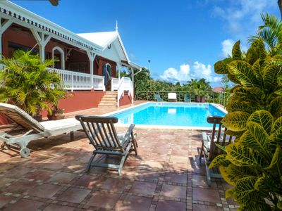 Photo for Charming villa with large pool, small sea view