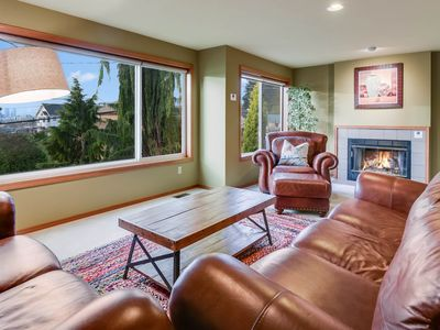 Photo for Beautiful home near hiking trails, with lake and Space Needle views!