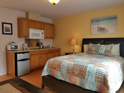 queen size bed, kitchenette
