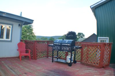 BBq smoker grill, large rear deck, private,  OLE YANKEE HANGOUT W/MOUNTAIN VIEWS