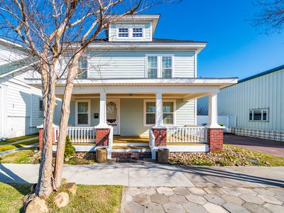 Beautiful 1910 home in the heart of downtown Morehead CIty