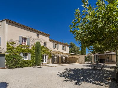 Photo for Superb bastide - view of the Luberon mountains, vineyards and village Menerbes