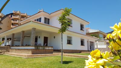 Photo for Villa with Garden at the foot of the beach in Matalascañas