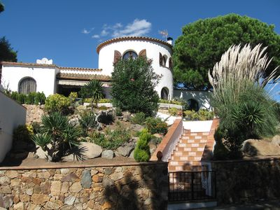 Photo for House with intimate and large garden with sea views, private pool and tennis