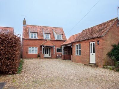 Photo for A fabulous dog-friendly home sitting in a large plot on a quiet lane in Norfolk