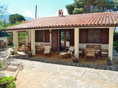 Photo for Charming villa which guarantees tranquillity and privacy with private access to the beach (with cliffs)