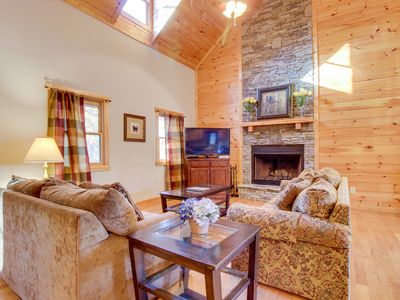 Photo for Dog-friendly cabin w/private hot tub, access to shared pools, golf, fishing pond