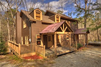 Peaceful 4bed2bath Cabin That Sits On A Mountain Stream W/pool U0026 Ping Pong  Table