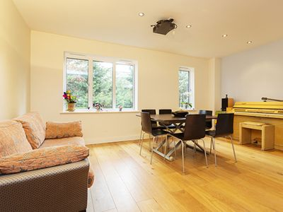 Photo for A minimalist London pad sleeking 6, located in sought after Notting Hill (Veeve)