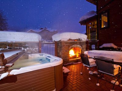 BL6105 Luxury for the Entire Family with Private Patio , Hot Tub & BBQ!
