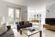 Melliss Avenue - luxury 3 bedrooms serviced apartment - Travel Keys
