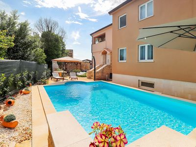 Photo for This 6-bedroom villa for up to 16 guests is located in Umag and has a private swimming pool, air-con