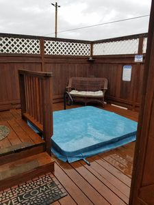 Charming Private Furnished Studio with hot tub.
