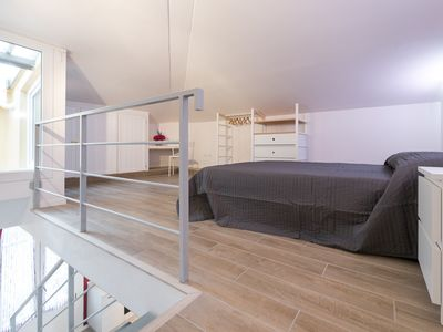 Photo for Bright and airy two bedroom apartment