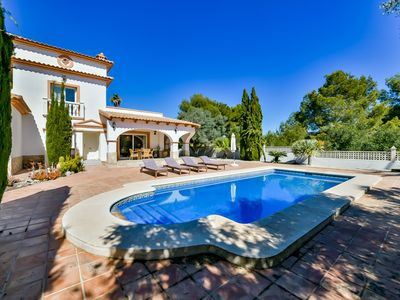 Photo for Holiday rental villa situated in Calpe (Costa Blanca) for maximum 6 people. This beautiful villa is located in a quiet residential area of Calpe, less than 2 km from the beach Arenal-Bol.
