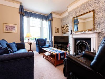 Photo for 4 bed home just off Putney High Street. 5 minutes to the train station (Veeve)