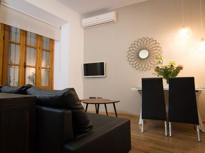 Photo for Carreteria 15 apartment in Centro with WiFi, air conditioning & lift.