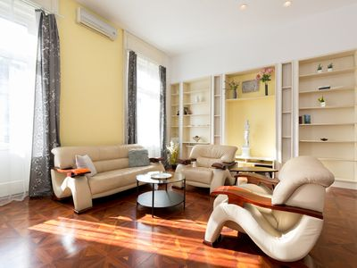Photo for Central luxury apartment near the Danube with whirlpool