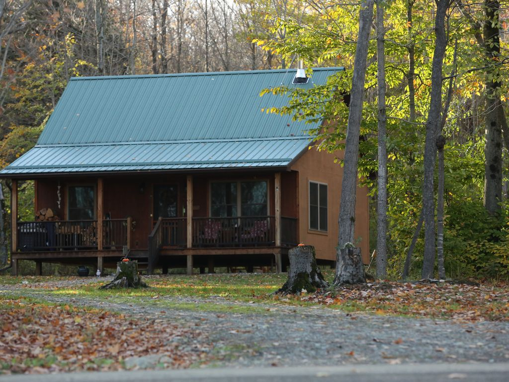 Upscale cabin in the woods letchworth stony brook parks for Cabins near letchworth state park
