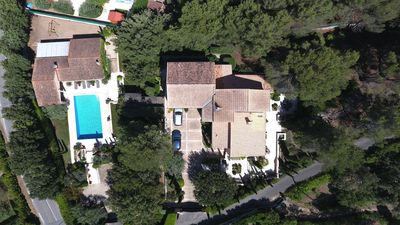 Photo for Beautiful newly renovated Provençal villa with large heated swimming pool
