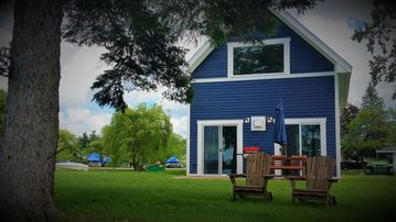 Beautiful New Loon Cottage on The River at The Ledges Resort and Marina