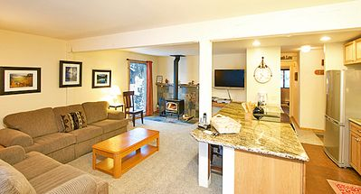 Photo for Bright and Spacious 2 Bedroom 2 Bath Condo 1 Block From Canyon Lifts