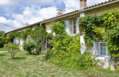 Photo for Pretty, Traditional, French Gîte amongst woodlands, sunflower fields & vineyards