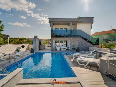 Photo for New villa with pool, children's pool, whirlpool, sauna and garden