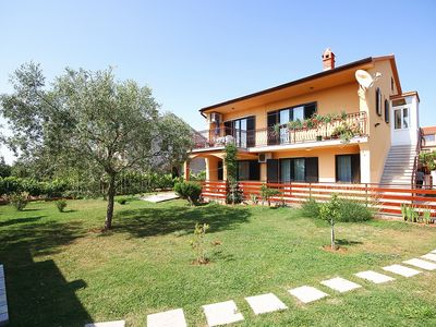 Photo for Great apartment with 2 bedrooms, air conditioning, large garden with barbecue area - the sandy beach is 900 meters