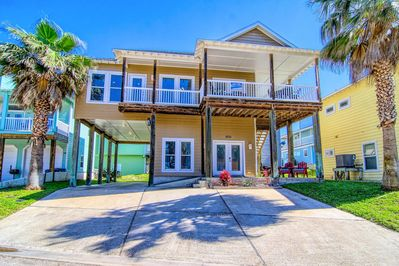 Seaside Paradise -- Lovely beach house with lots of parking!
