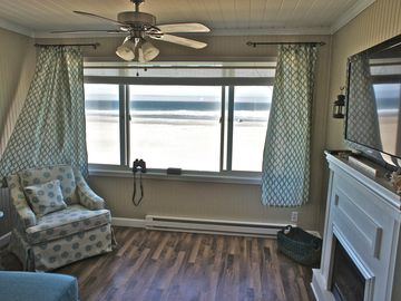 'Sunset Delight' - Stunning Condo on the Beach. Totally Remodeled in 2016!