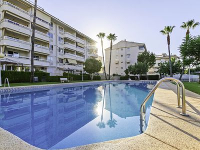 Photo for Charming 2 bedroom apartment 500m to the beach
