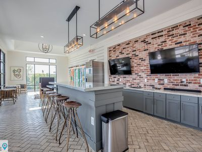 Modern 2 BR 10 min to Honky Tonks and Broadway by STA Here