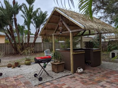 Beach Cottage with Tiki Bar