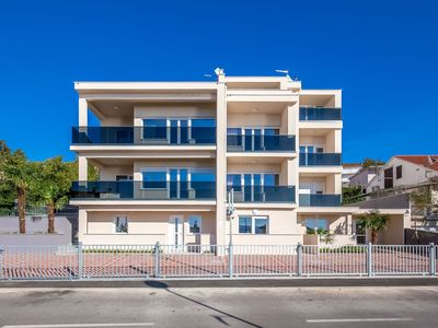 Photo for Villa apartment with swimming pool and balcony with sea view !