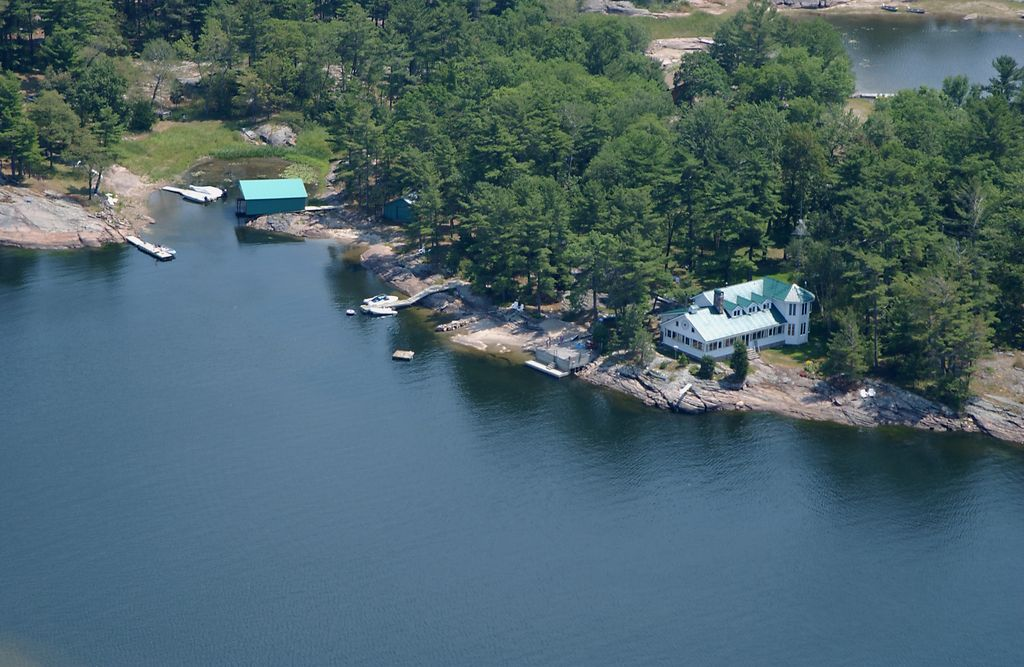 Island retreat on georgian bay 6 br vacation cottage for for Georgian bay cabin rentals