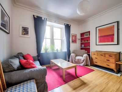 Photo for Colourful West-End Apartment - 2 Double Bedrooms – 4 Guests!