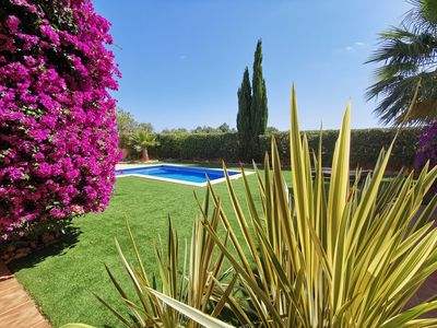 Photo for Family-friendly villa with pool and large garden, air conditioning, WiFi, BBQ