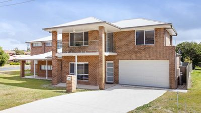 Photo for 5b Bent Street - LARGE HOUSE WITH DUCTED AIR CON, WIFI & FOXTEL