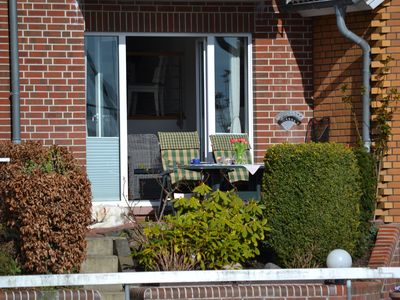 Photo for Very quiet apartment with terrace to the water side / small marina