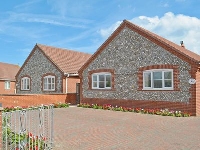 Photo for 4 bedroom property in Happisburgh. Pet friendly.