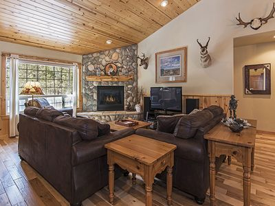 Photo for Immaculate Home with Two King Master Suites, Hot Tub & SHARC Passes!