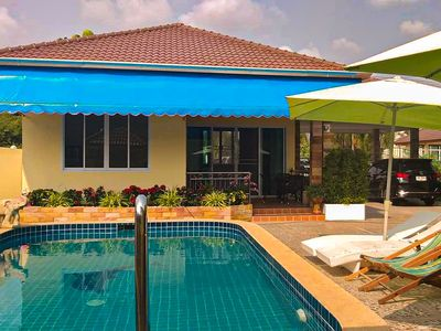 Newly built guest house directly at the pool