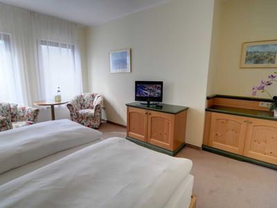 Photo for Large double room with lake view (H) - REB Ferienpension am Neuensiener See with lake view