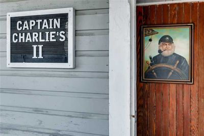 Captain Charlie's 2 front porch