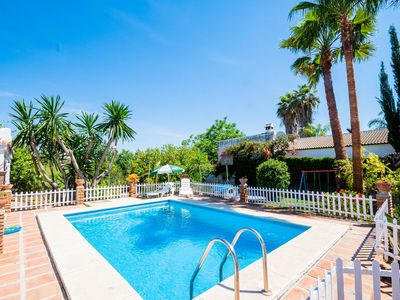 Photo for Cubo's Finca el Laurel. Ideal for families, pool, garden, AC and wifi
